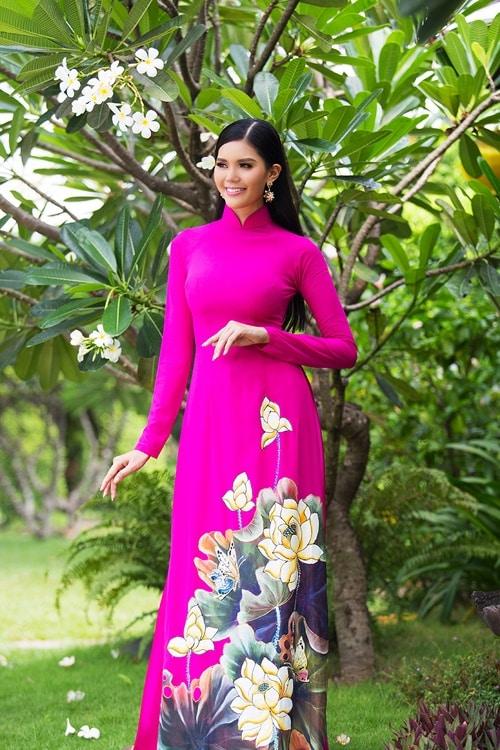 Áo dài nữ hồng vẽ hoa sen nổi bật