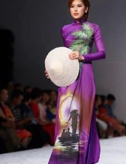Áo dài nữ tím vẽ hình ảnh quê hương