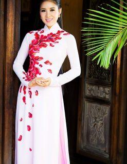 Áo dài nữ trắng thanh thoát vẽ hoa đỏ