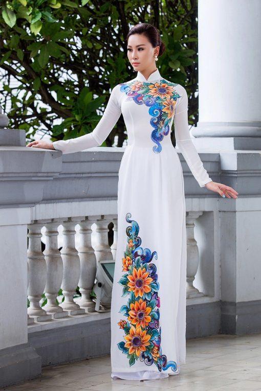 Áo dài nữ trắng tinh tế vẽ hoa cúc