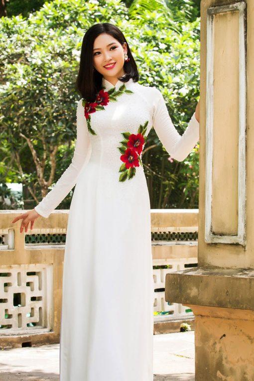 Áo dài nữ trắng vẽ hoa đơn giản