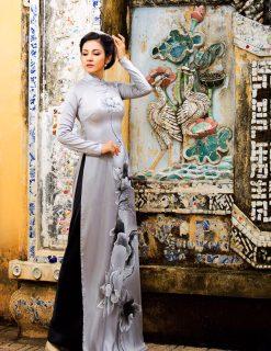 Áo dài nữ xám vẽ hoa sen mềm mại