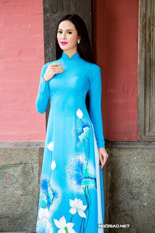 Áo dài nữ xanh tươi tắn vẽ hoa sen