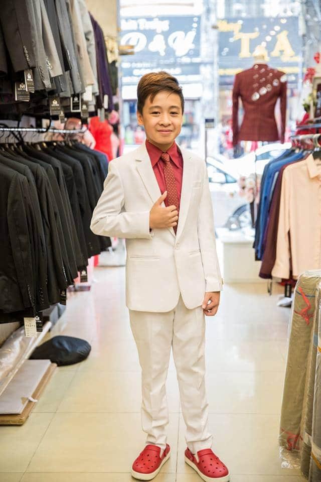 Áo vest trắng cho bé thêm lịch lãm