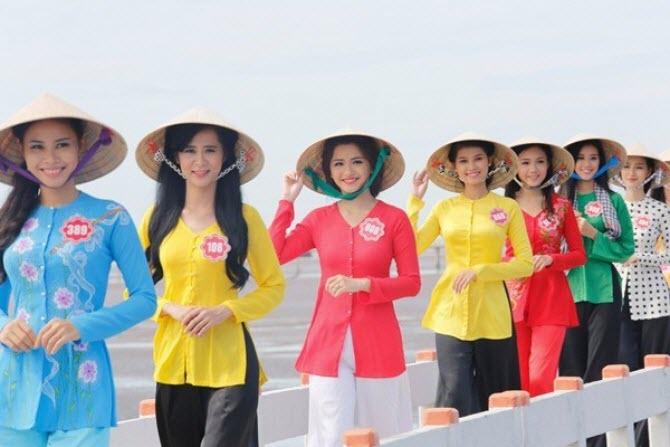 Áo bà ba cách điệu được nhiều sao Việt sử dụng