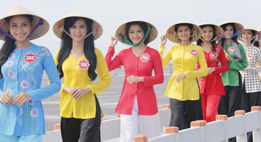 Sao Việt và những mẫu bà ba cách điệu phổ biến