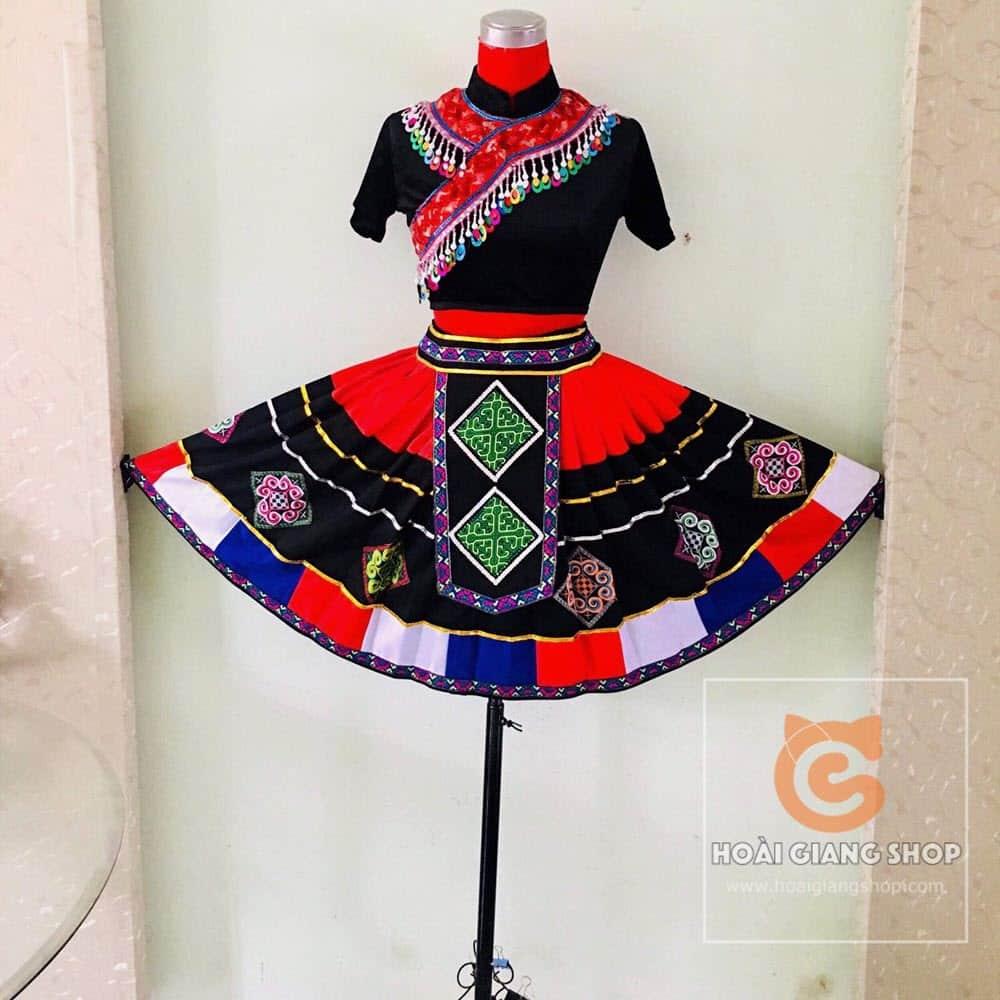 Trang phục Mông nữ