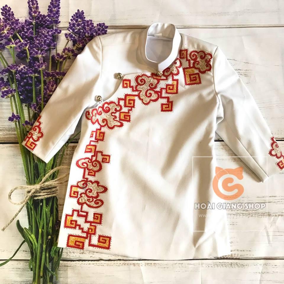 áo dài cách tân màu trắng thêu họa tiết cho bé trai