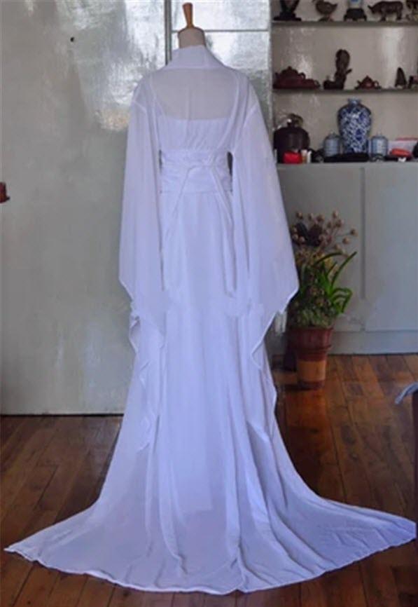 Trang phục cổ trang nữ màu trắng