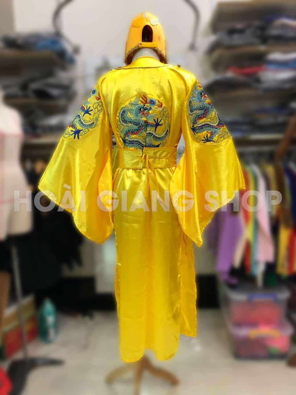 trang phục hóa trang vua chúa
