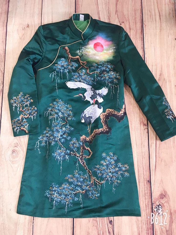 Áo dài nam xanh ngọc vẽ tùng hạc