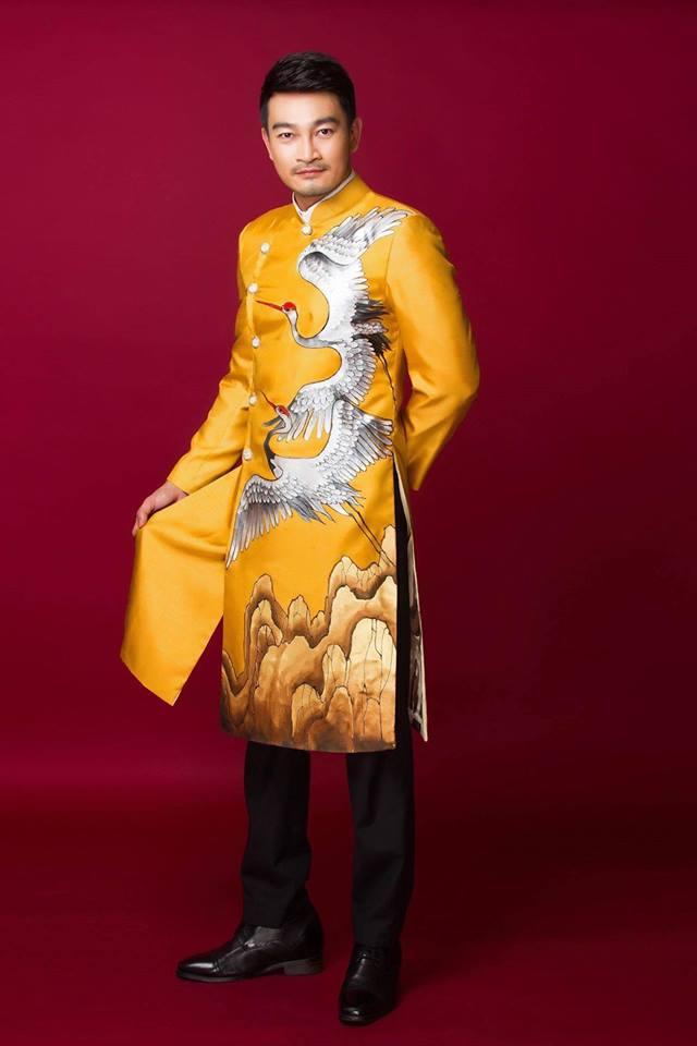 áo dài nam vàng họa tiết chim hạc