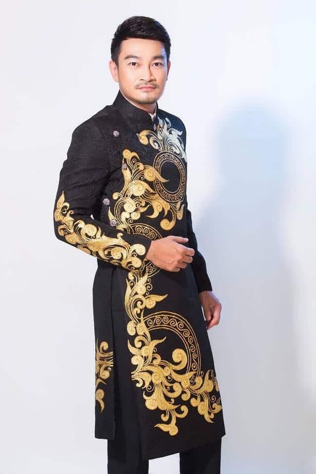 Áo dài nam gấm đen họa tiết cổ điển