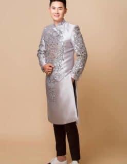 Áo dài nam cách tân màu ghi họa tiết cung đình truyền thống