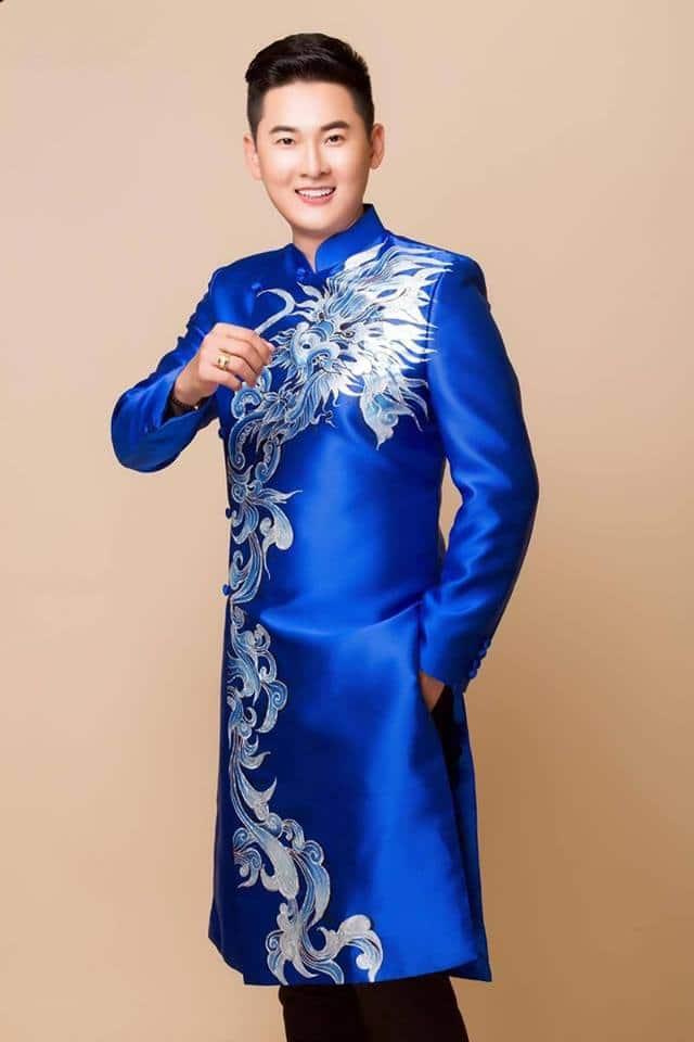 Áo dài nam cách tân xanh lam họa tiết rồng bay lượn