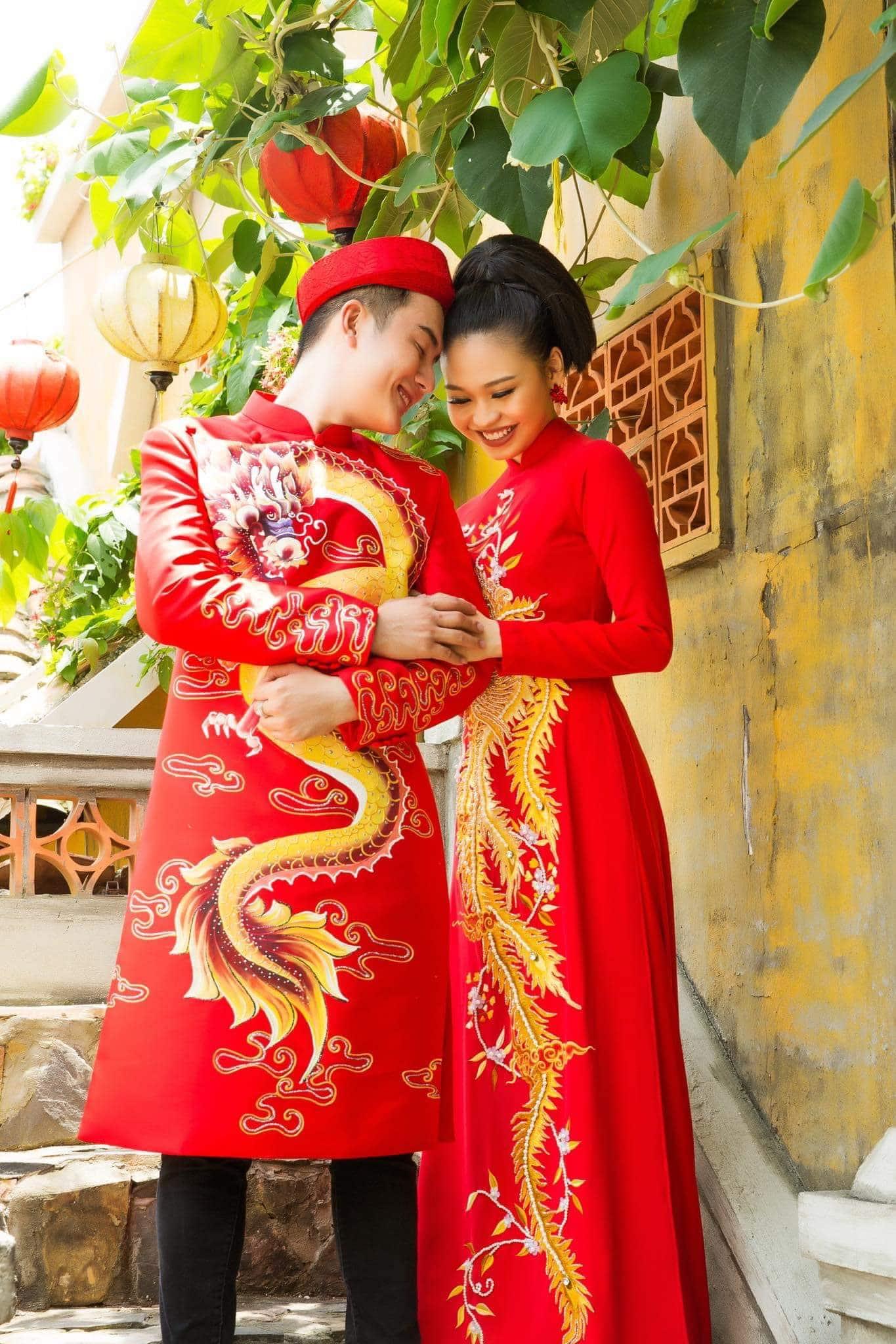 áo dài cặp đỏ vẽ rồng phụng tươi trẻ