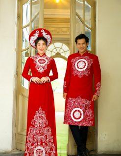 áo dài đỏ cưới vẽ hoa văn đối xứng