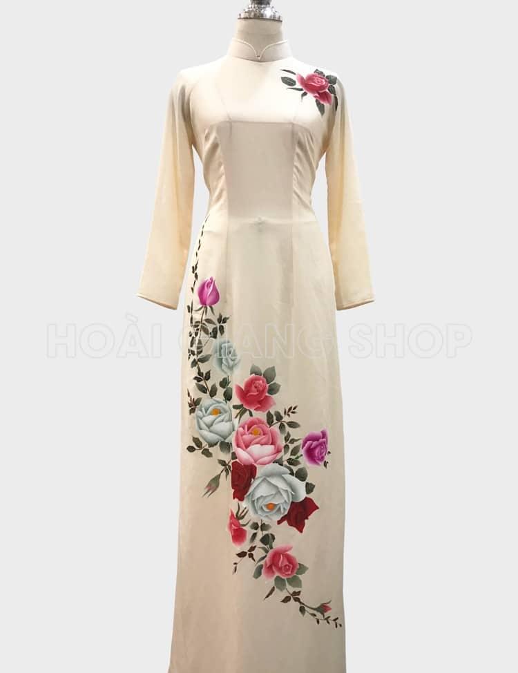 áo dài trắng vẽ hoa hồng