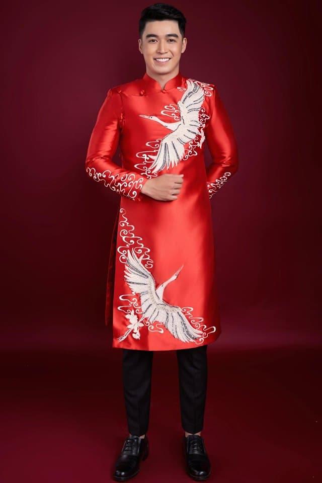áo dài nam đỏ vẽ hạc