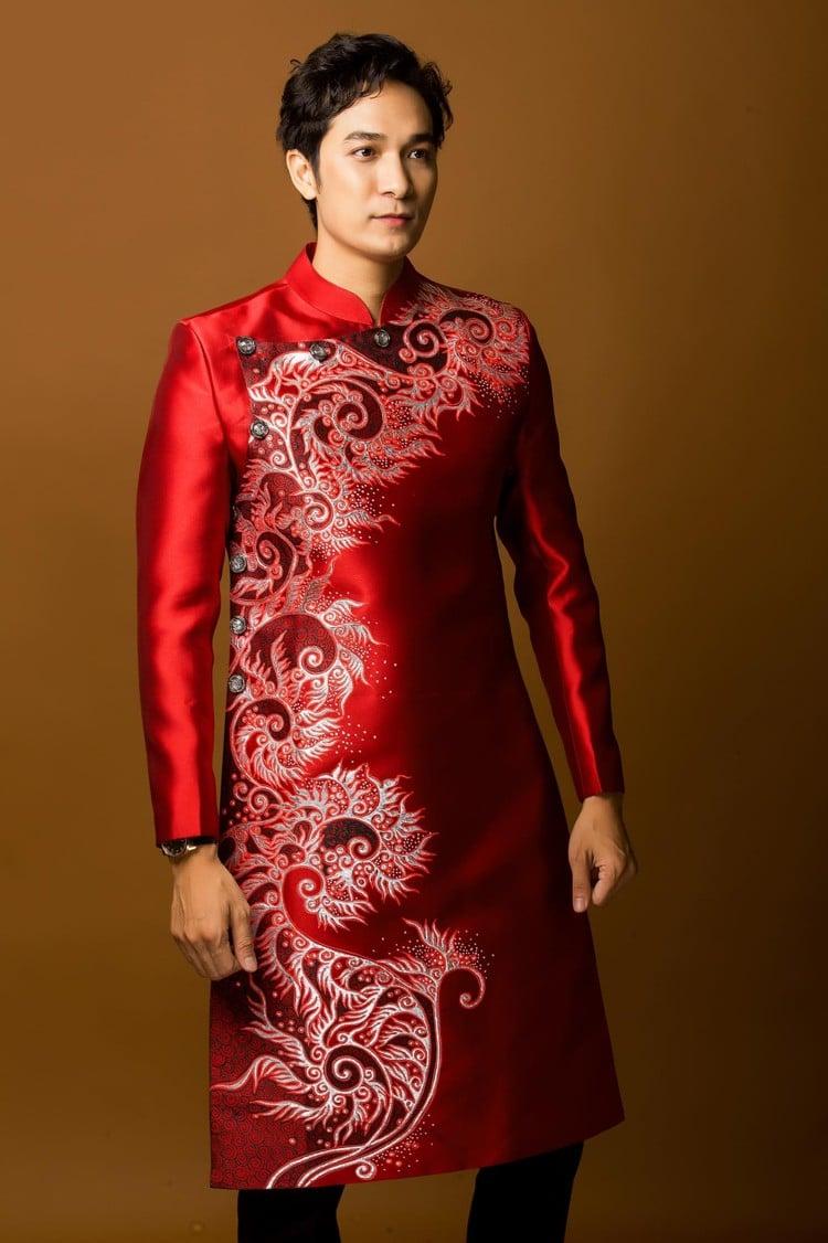 áo dài nam đỏ vẽ hoa văn
