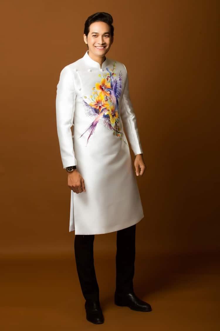 áo dài nam trắng vẽ hoa mai