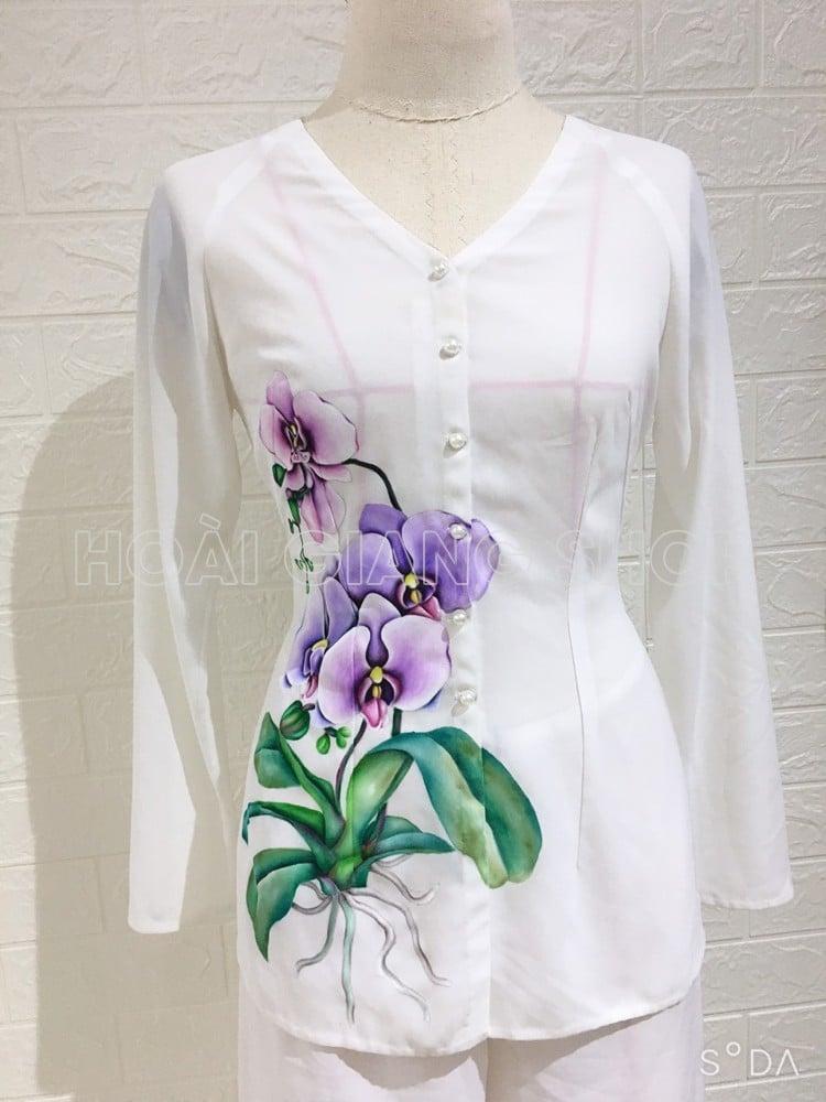 bà ba nữ trắng vẽ hoa lan tím
